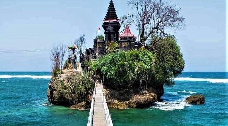 Asyiknya Melancong Ke Pantai Balekambang Dan Pantai Goa Cina Trippers Id